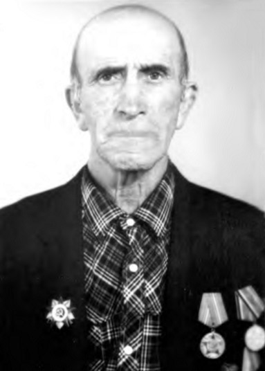 Участник Великой Отечественной войны, кавалер ордена Отечественной войны II степени и других боевых наград Азрет Салахович БАЙЧОРОВ