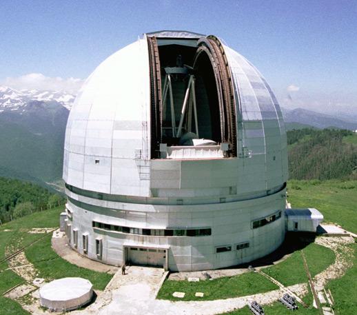 Шестиметровый телескоп БТА Специальной астрофизической обсерватории Российской академии наук. Северный Кавказ, отроги горы Пастухова, 1070 м над уровнем моря
