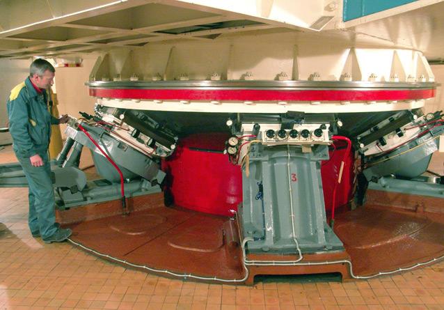 Рис 2. Гидростатические и сферическая опоры вертикальной оси телескопа