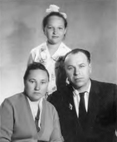 Участники Великой Отечественной войны супруги Стребковы с дочерью Людмилой: 1965 г.