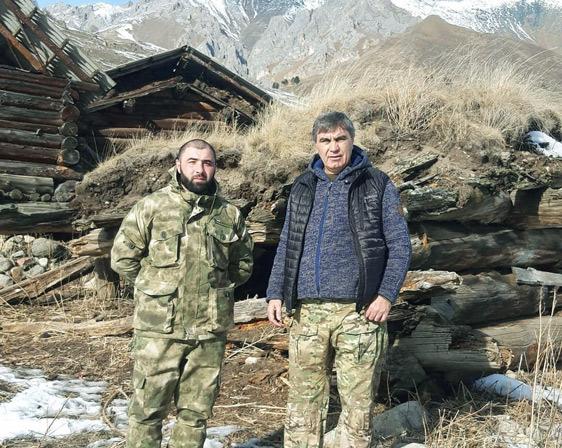 Директор заповедника А. ДИНАЕВ (справа) и его заместитель А. КАНАМАТОВ