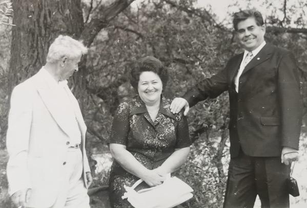 Космонавт Георгий Береговой (справа) с женой Лидией Матвеевной и другом Солтан-Хамидом Биджиевым