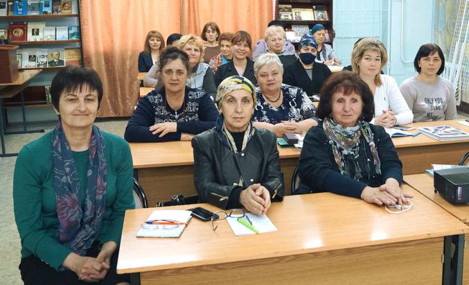 Участники занятия по повышению квалификации специалистов детских библиотек республики по программе «Профи»