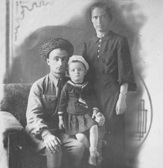 Партизанка Залихат ЭРКЕНОВА с семьёй накануне войны