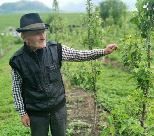 Садовод Салис УЗДЕНОВ
