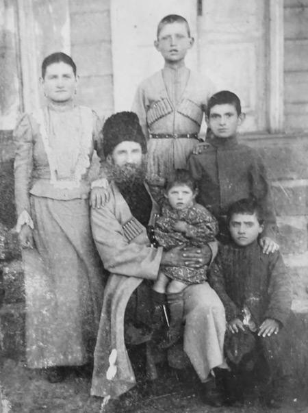 Первые поселенцы станицы Красногорской