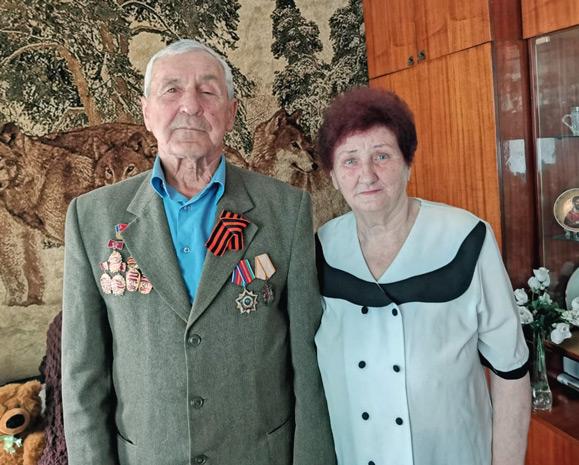 Строители-ветераны Иван и Татьяна ЖОВНЕРЫ