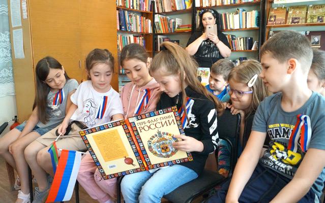 Участники мероприятий КЧРДБ им. С.П. Никулина, посвященных Дню России